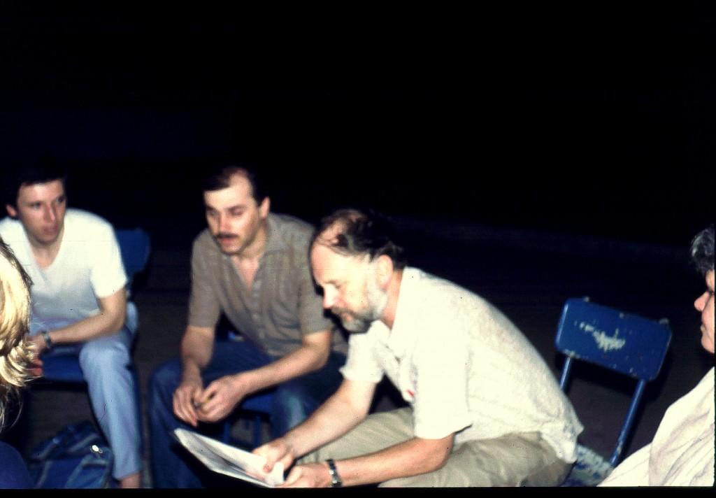 Februar 1985 in Douala, Kamerun. Norbert Schmidthaler, Johann Kollross und Raimund Hörburger (ganz rechts, teilweise verdeckt: Liselotte Wohlgenannt)
